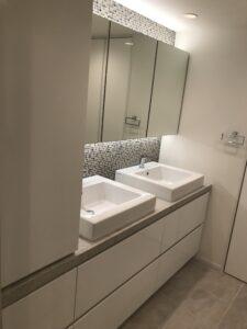 洗面台 ホワイト鏡面 人工大理石 すっきり